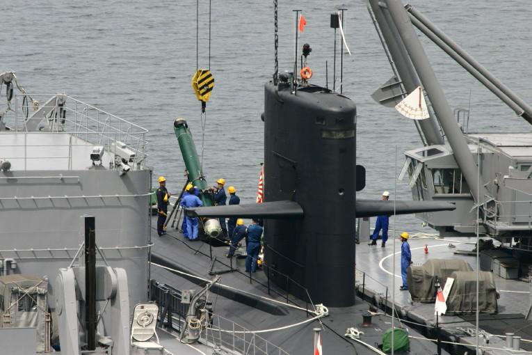 ■画像のカテゴリ:海上自衛隊 潜水艦「ゆうしお」型 魚雷積載を行ってい... JMSDF0004