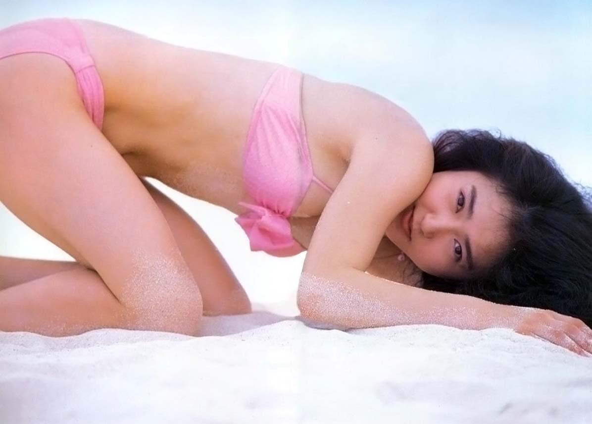 ピンクの水着の生稲晃子